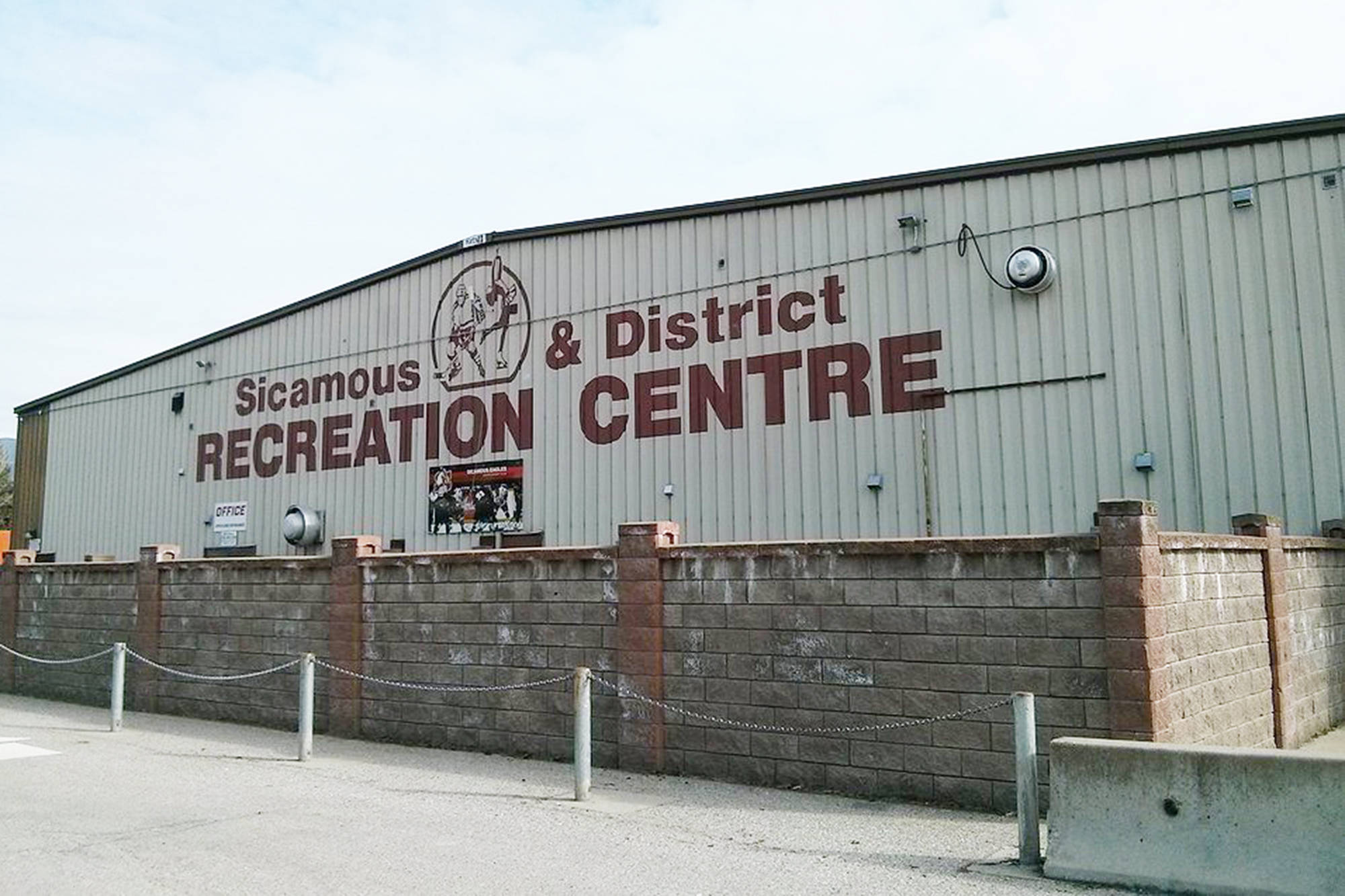 The Columbia Shuswap Regional District board voted to replace the ice chilling system at the Sicamous arena after trace amounts of ammonia were detected in the brine during spring maintenance. (File Photo)
